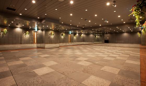美温東京オペラシティの内観